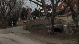 Szellő utca – Őszibarack utca közötti híd