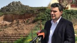 A budaörsi Fidesz sajtótájékoztatót tartott a Máriavölgy utcában, a kőhegyben keletkezett tájseb előtt, hogy felhívja a figyelmet az egy évvel ezelőtt történtekre és az azóta is tisztázatlan kérdésekre.