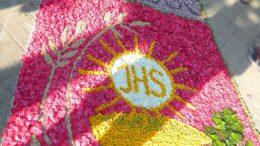 Úrnapi virágszőnyeg Budaörsön