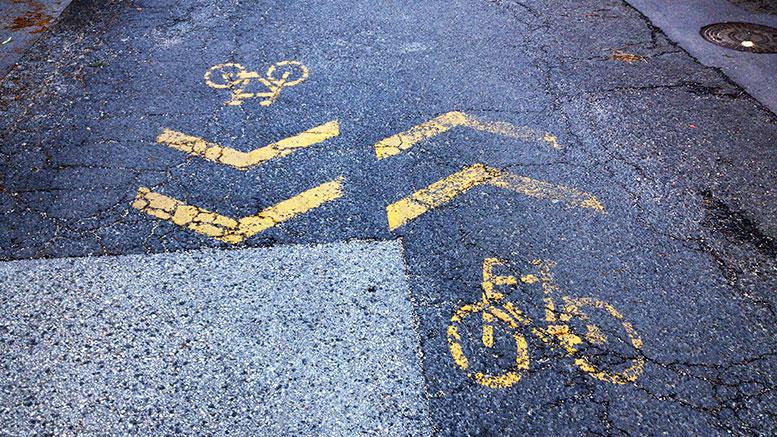 Extrém bicikliút a Kertész utcában
