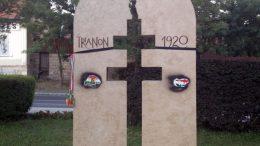 Megrongálták a budaörsi Trianon emlékművet