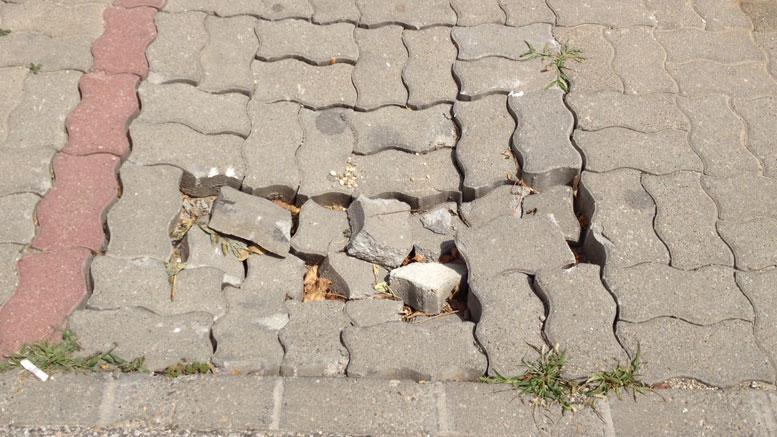 Rejtélyes süllyedés a Kereszt utca - Szép utca kereszteződésénél